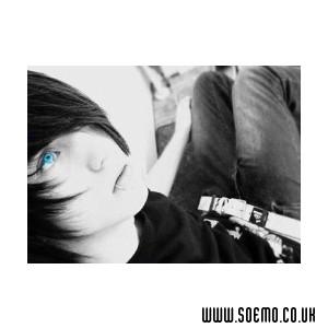 emo_girls_2a8ebf00b3594fe5539427.jpg