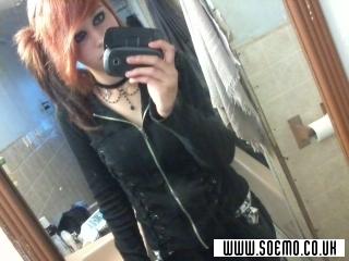 soEMO.co.uk - Emo Kids - xXRahwr_IxEatxYhuXx - Featured Member